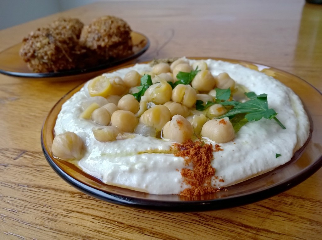 hummus en falafel eten bij Love and Peas in Den Haag Weimarstraat